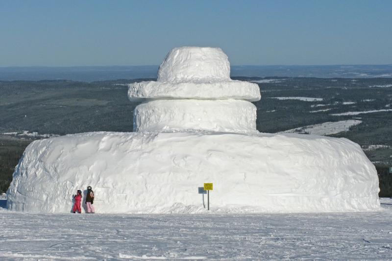 Stor snögubbe i norrland